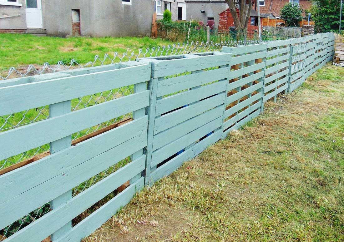 DIY Fence Pallets Painted